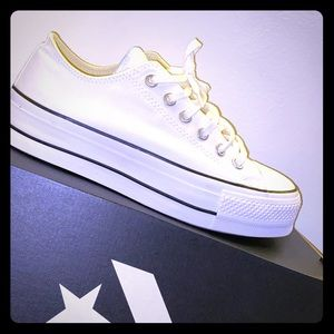 Low white top platform Converse